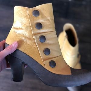 Shoes - Heeled boots!